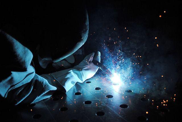 a highly paid welder in US doing welding jobs in Alaska